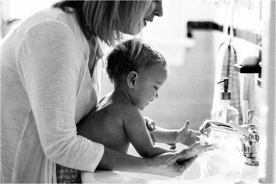 at-home-lifestyle-baby-session-by-charlottesville-family-film-photographer-amy-nicole-photography_0194