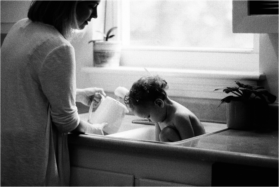 at-home-lifestyle-baby-session-by-charlottesville-family-film-photographer-amy-nicole-photography_0209