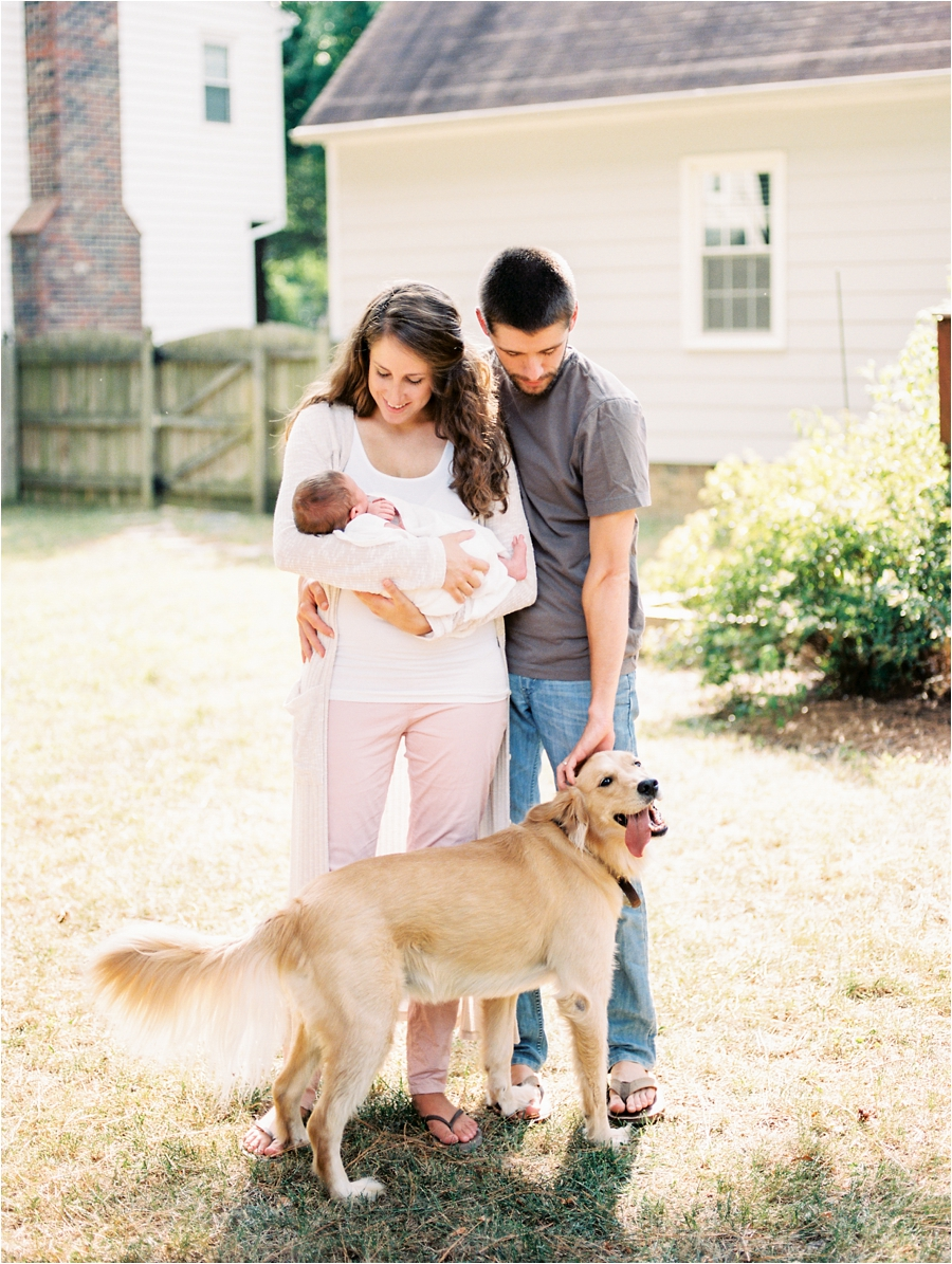 in-home-family-lifestyle-newborn-photos-by-richmond-and-charlottesville-family-photographer-amy-nicole-photography_0147