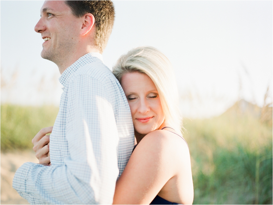 outer-banks-anniversary-session-at-the-sand-dunes-by-charlottesville-wedding-photographer-amy-nicole-photography_0112