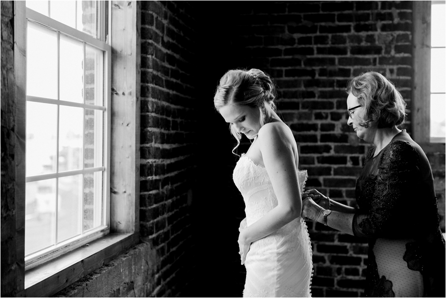 organic-urban-elegant-wedding-in-nashville-at-cannery-one-by-charlottesville-wedding-photographer-amy-nicole-photography_0037