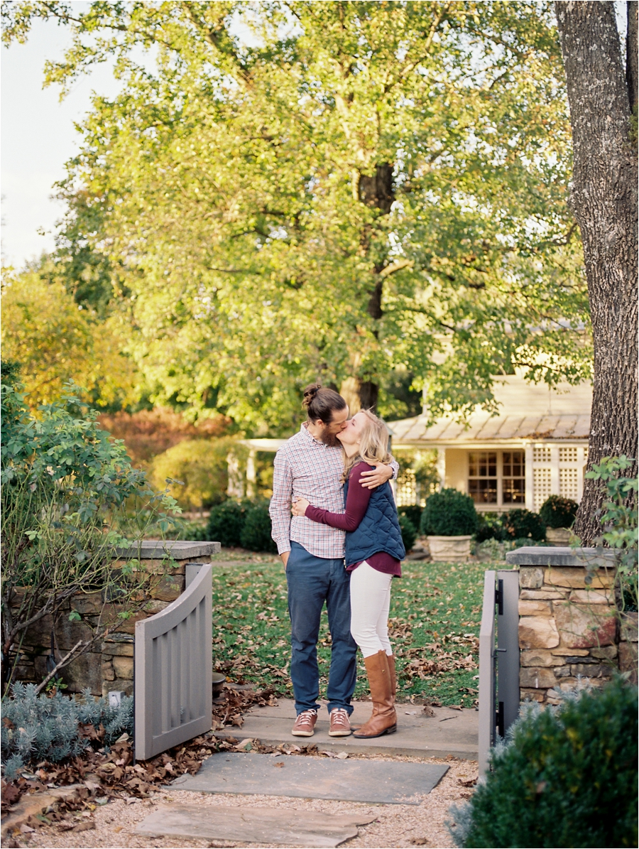 fall-engagement-session-at-waterperry-farm-in-virginia-by-charlottesville-wedding-photographer-amy-nicole-photography_0047