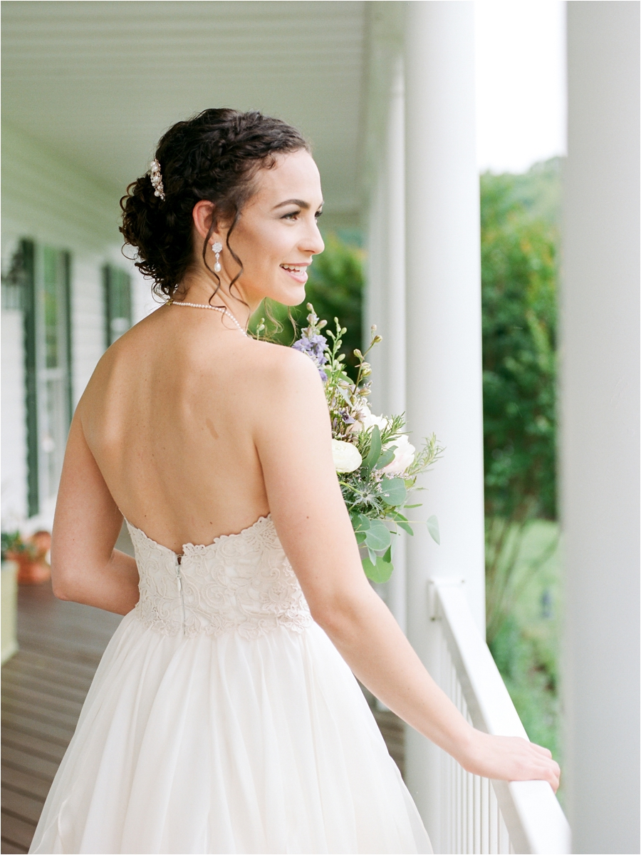 relaxed spring wedding at rock hill plantation house by charlottesville wedding photographer, amy nicole photography_0052